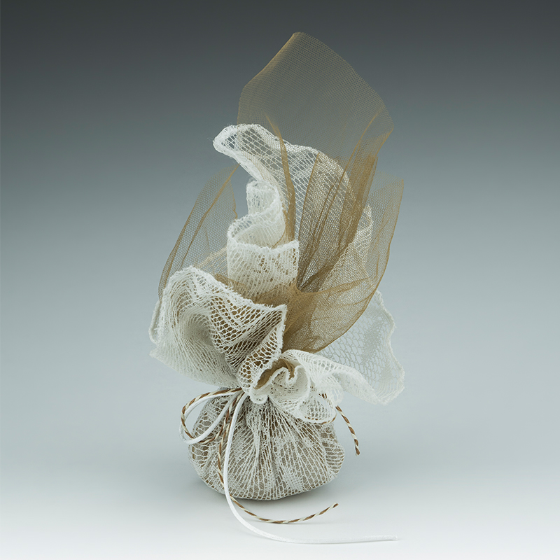 795d0a7db01b Μπομπονιέρα γάμου από βαμβακερή δαντέλα λευκό